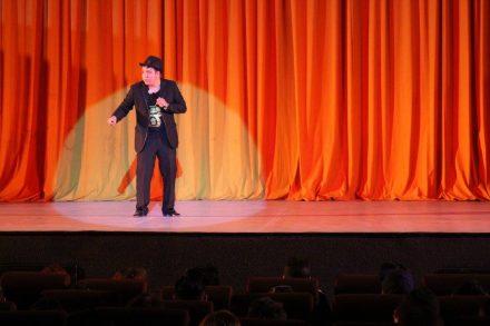 Alan Saldaña. El stand up sí es una forma de ganarse la vida… aunque no lo crean