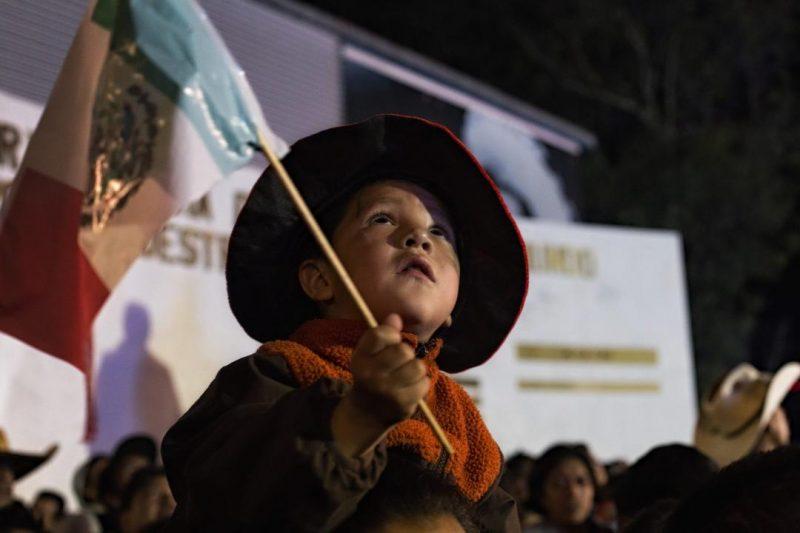 Abraza al soldado. La noche del Grito en Cuajimalpa