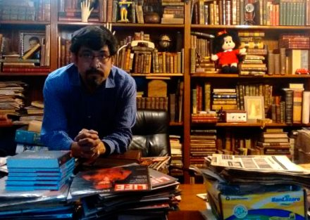 El hombre que alberga libros huérfanos